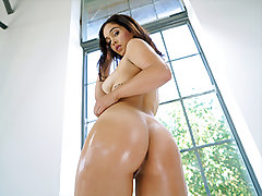 She glides her spectacular Latina cooter onto his cock, and heads for a rhythmic ride. All the while, her cooter gets juicier with every stroke. That is one hell of a dance routine! Do you think Ginebra is spicy hot? Let us know in the comments!