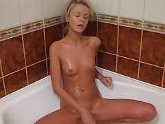 Yum what a hottie. This towheaded girl with her dark eyes and suntanned flesh looks tasty. It's really hot watching her in the tub with her plaything fellating on it before drowning it deep in her vag then getting on her knees and poking herself from behi